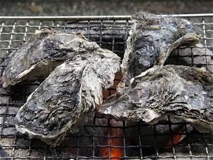 天然岩牡蠣を焼き牡蠣に1