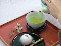 桜饅頭とお茶